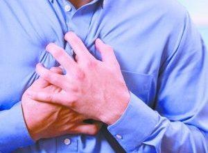 Почему при вдохе колит в области сердца и что делать?