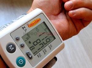 Резкие скачки артериального давления в течение дня: почему и что делать?