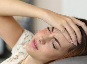 Головная боль после сна: чем вызвана и как избавиться?