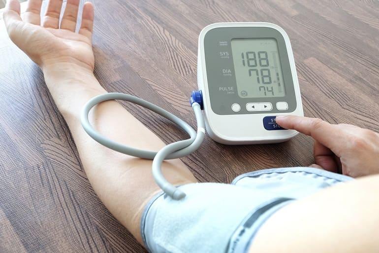 Высокое верхнее давление при нормальном нижнем, причины, диагностика, лечение